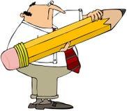 Mann, der einen riesigen Bleistift anhält Lizenzfreies Stockfoto