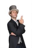 Mann, der einen Spitzenhut trägt Lizenzfreies Stockfoto