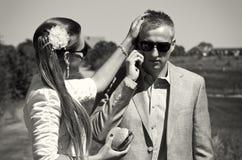 Mann, der einen Telefonanruf entgegennimmt Stockfotografie