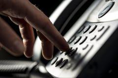 Mann, der einen telepnone Anruf macht Lizenzfreies Stockbild