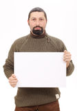Mann, der einen unbelegten Vorstand anhält Lizenzfreies Stockbild