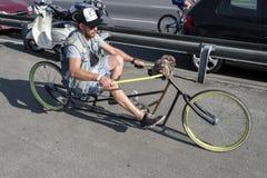 Mann, der Fahrradzerhacker fährt Lizenzfreies Stockfoto