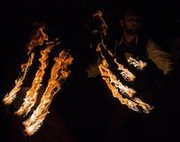 Mann in der Feuershow Stockfoto
