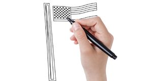 Mann, der Flagge Staaten von Amerika auf whiteboard Hintergrund skizziert stock video