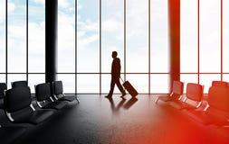 Mann, der in Flughafen geht Lizenzfreie Stockfotografie