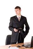 Mann in der formalen Abnutzung denkend, Arbeitsplatz Stockfotografie