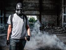 Mann in der Gasmaske Stockfotografie