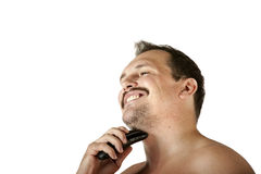 Mann, der Gesicht mit Elektrorasierer rasiert Lizenzfreie Stockfotos