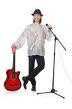Mann, der Gitarre spielen und Gesang lokalisiert Stockfotografie