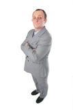 Mann in der grauen Klageaufstellung Stockbild