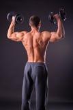 Mann an der Gymnastik Stockfoto