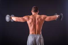 Mann an der Gymnastik Stockbild