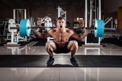 Mann an der Gymnastik Lizenzfreies Stockbild