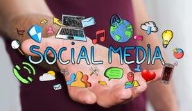 Mann, der Hand gezeichnete Social Media-Darstellung hält Stockbilder