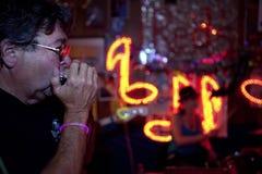 Mann, der Harmonika, Mississippi spielt Stockbilder