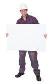 Mann, der harter Hut-Holding-Schild trägt stockbilder