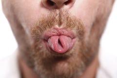 Mann, der heraus Zunge haftet Lizenzfreies Stockbild