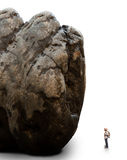 Mann, der im Schrifttyp des Felsenberges steht Stockfotos