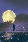 Mann, der im Sumpf mit Leuchtkäfern steht
