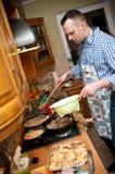 Mann in der Küche Lizenzfreie Stockbilder