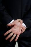 Mann in der Klage, die Geste zeigt Lizenzfreie Stockfotos