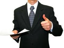 Mann in der Klage mit Papier in der Hand lizenzfreie stockfotografie