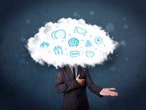 Mann in der Klage mit Wolkenkopf und blauen Ikonen Lizenzfreie Stockfotografie