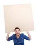 Mann, der leeres Plakatzeichen hält Stockfotografie
