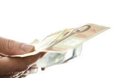 Mann, der mit 50 Eurobanknoten zahlt Stockfotos