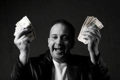 Mann, der mit Bargeld feiert Stockfotografie
