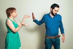 Mann, der mit Frau argumentiert Lizenzfreies Stockbild