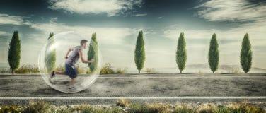 Mann, der in Natur läuft Stockbilder