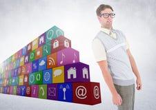 Mann, der neben verschiedenen Anwendungen steht lizenzfreie stockbilder