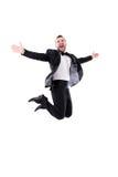 Mann, der oben, seinen Erfolg genießend lacht und springt Lizenzfreie Stockfotos