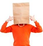 Mann in der Papiertüte auf Kopf lizenzfreies stockfoto
