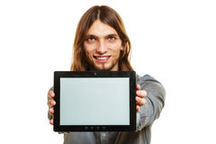 Mann, der PC-Tablette hält Copyspace des leeren Bildschirms Stockbild