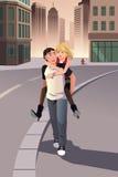 Mann, der piggyback seiner Freundin Fahrt gibt Lizenzfreie Stockbilder