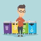 Mann, der Plastikflasche wegwirft Lizenzfreie Stockfotos