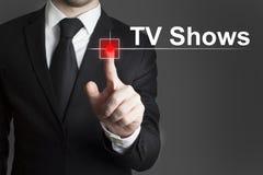 Mann, der Rekordknopffernsehshows drückt Stockfotos