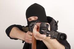 Mann in der Schablone mit Gewehr Lizenzfreie Stockfotos
