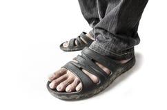 Tragende Sandalen des Mannes Lizenzfreie Stockfotografie