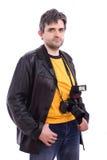 Mann in der schwarzen Lederjacke mit Kamera des Fotos SLR Lizenzfreie Stockfotografie