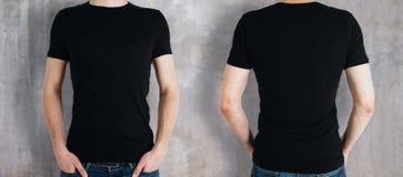 Mann, der schwarzes Hemd trägt Stockfotografie