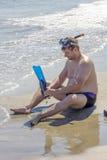 Mann an der Seeseite Stockfoto