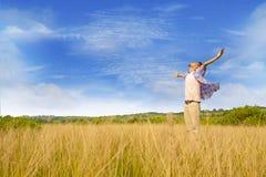 Mann, der seine Freiheit ausdrückt Lizenzfreie Stockbilder