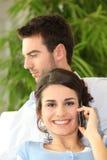 Mann, der seine Freundin wartet Lizenzfreie Stockfotografie