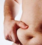 Mann, der seinen fetten Bauch getrennt auf Weiß anhält Lizenzfreie Stockfotos