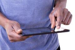 Mann, der Tablette verwendet Stockbilder