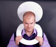 Mann in der Toilette Lizenzfreie Stockfotos