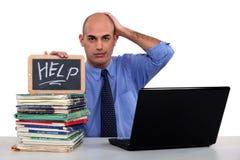 Mann, der um Hilfe bittet Lizenzfreie Stockfotos